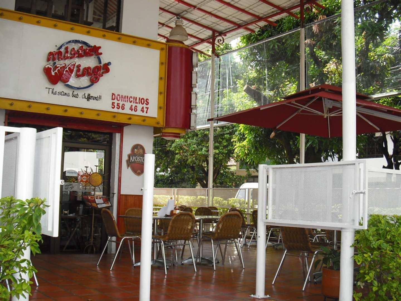 Mister wings cali restaurante americana mexicana for Bares ciudad jardin cali